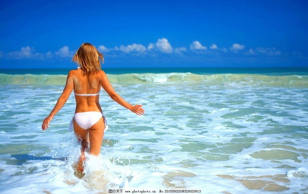 海边比基尼美女背影图片