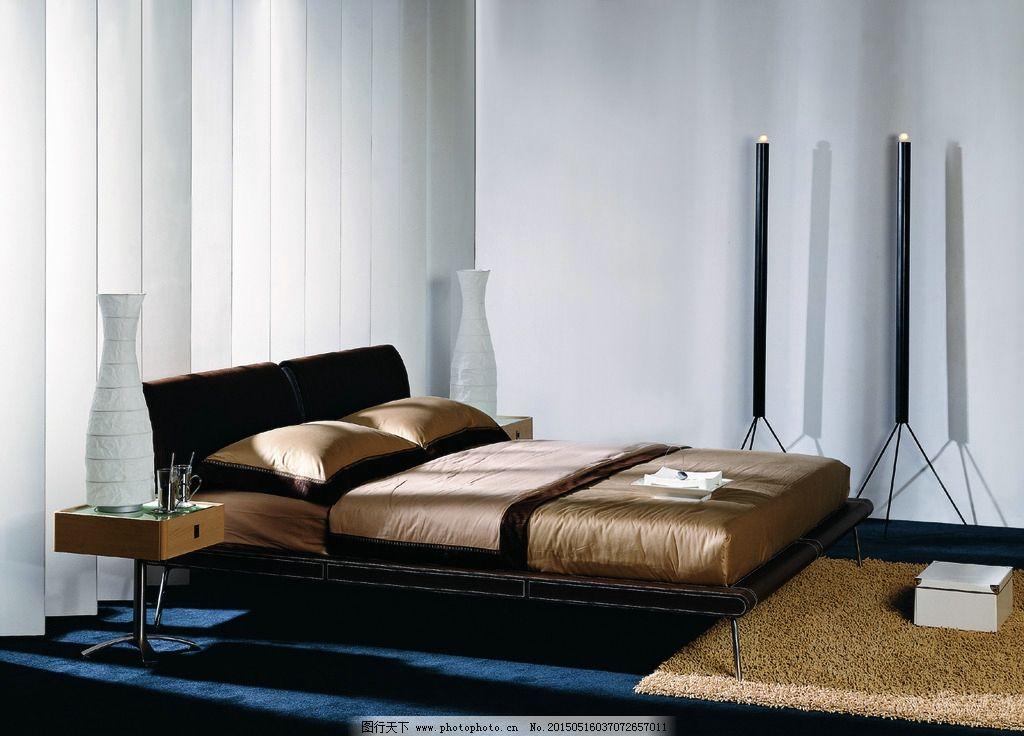 床 大床 床头柜 地毯 卧房      卧房家具 黑色 黑色家具 原木家具