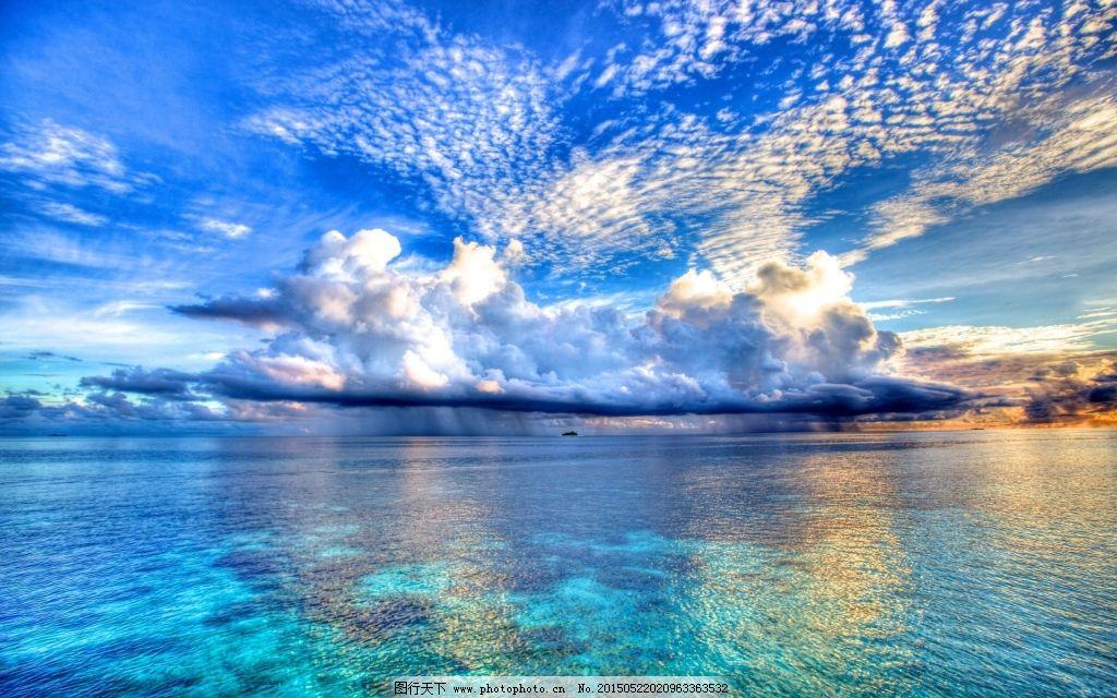 蓝天白云下水天相接唯美意境图片下载