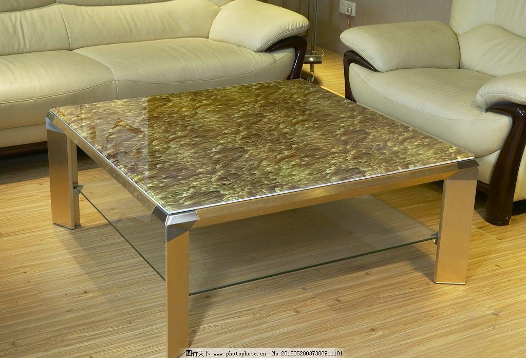 纹路茶几 现代茶几 沙发茶几 地毯 茶杯 简约茶几 桌面 另类家具摄影图片