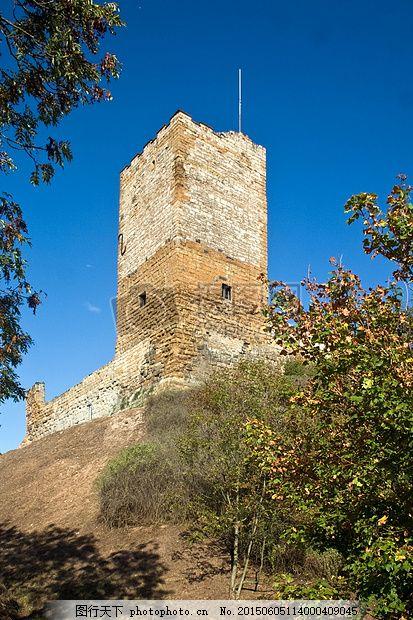 山坡上的城堡 德国图林根 图林根森林 城堡废墟 三个相同蓝天 蓝色